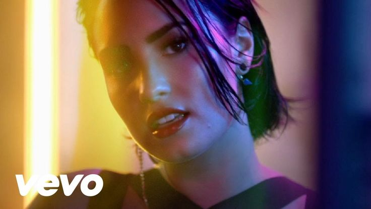 "Demi Lovato - Cool for the Summer (Official Video) / Demi Lovato, 23 anosCom disco novo, Demi teve um 2015 agitado: ""Cool For The Summer"" foi uma das músicas do verão nos Estados Unidos"