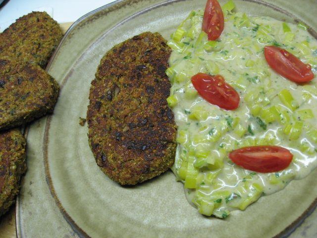 Quinoiaschnitzel mit Lauchgemüse