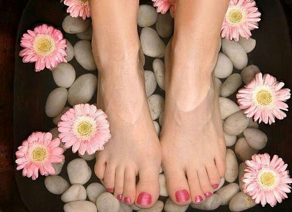Herbal bath soak. Everyone who truly knows me knows that I love nail polish and I love pedis! There is nothing like relaxing your feet in peppermint.