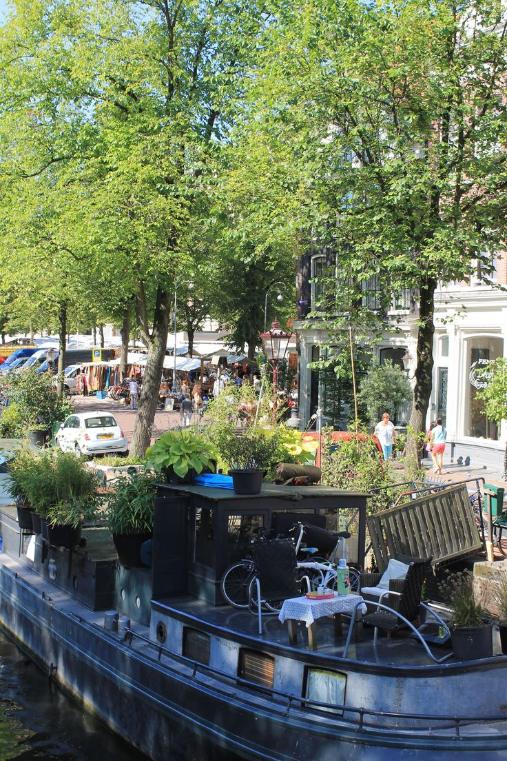 Amsterdam, a glimps of the Noordermarkt on a Monday morning