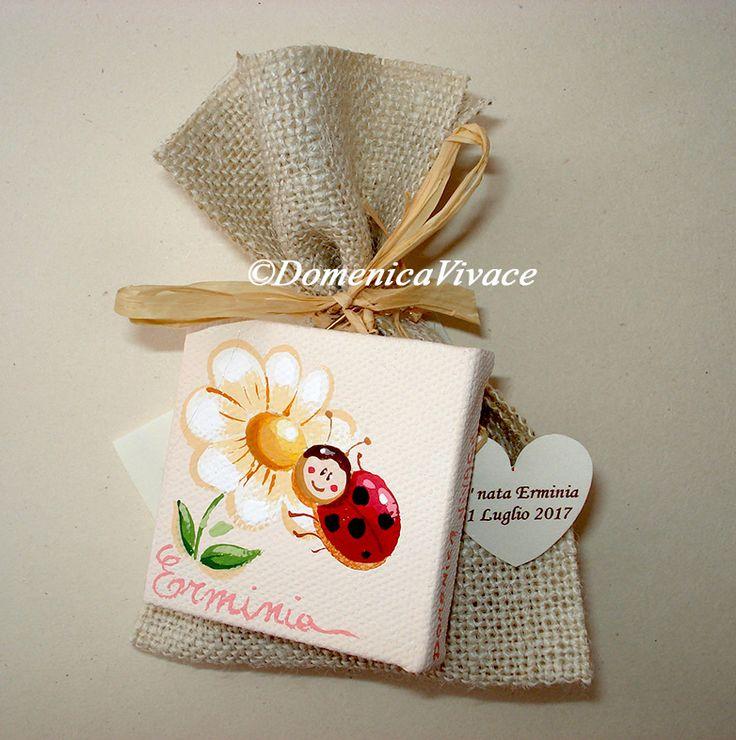 Bomboniera nascita/compleanno mini quadro cm 5x5 dipinto a mano, personalizzabile con tema a scelta, completa di sacchetto porta-confetti confezionato a mano.