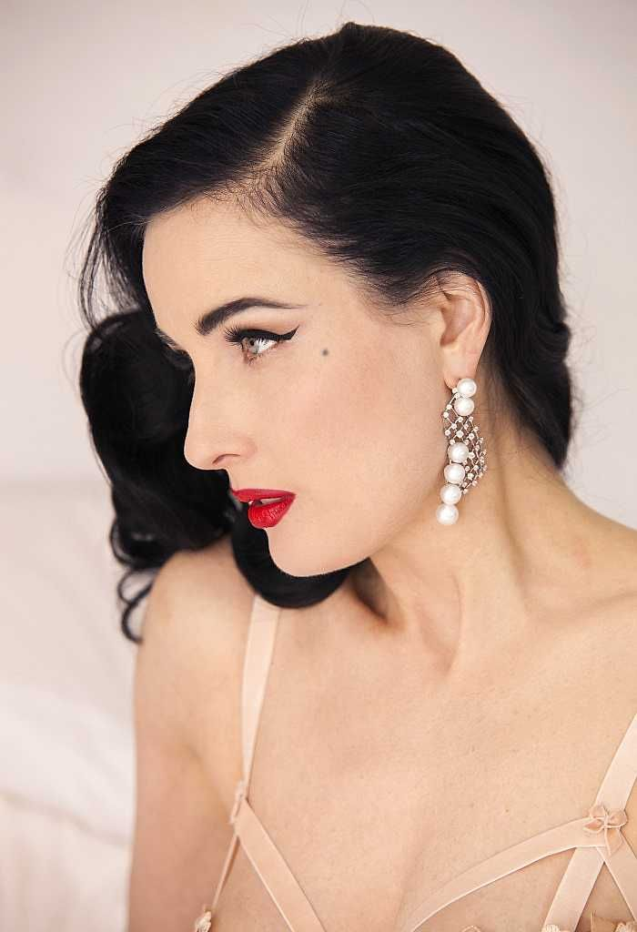 a43b2f26e2eb Image result for Dita Von Teese natural makeup