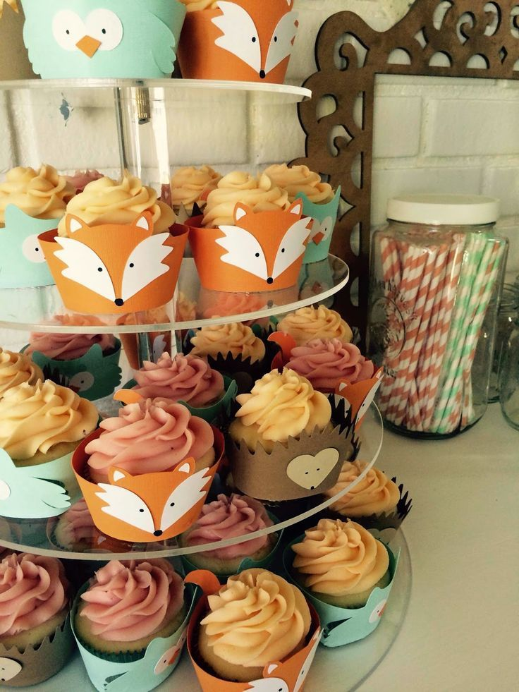Woodland creatures cupcakes, fox, owl, hedgehog. Perfect for a #FoxBirthdayParty with a few woodland friends!