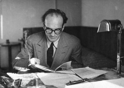« Les livres nous obligent à perdre notre temps d'une manière intelligente. » de Mircea Eliade
