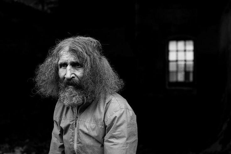 Povestea lui Juju, care locuieşte boem în fosta mină din Anina | VICE | Romania