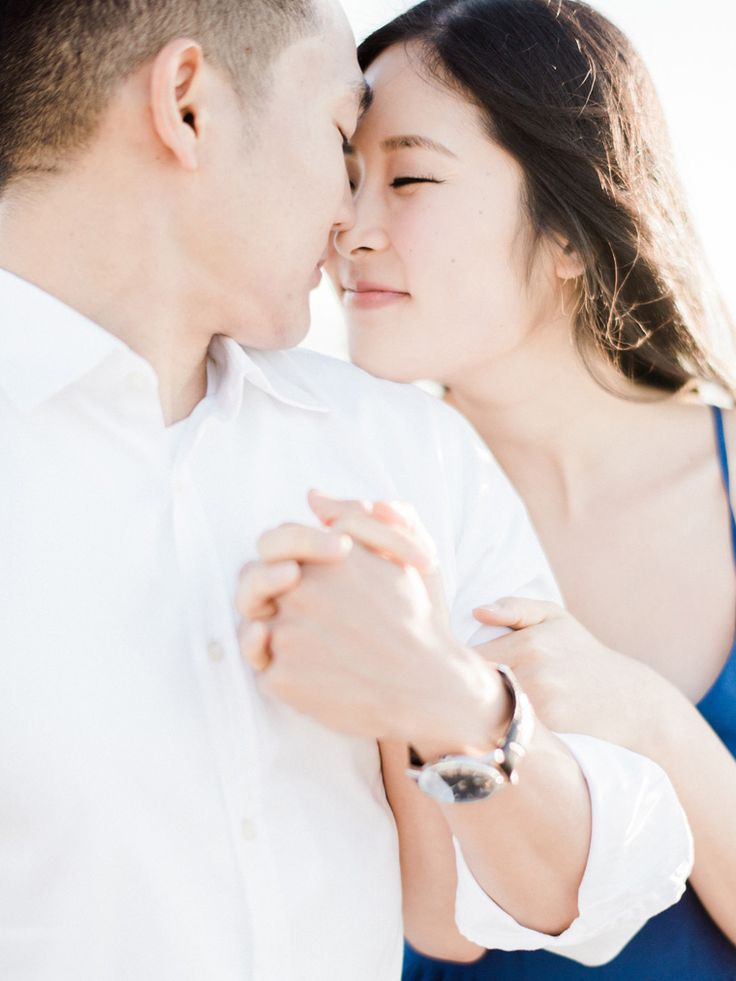 soft and whimsical engagement   makeup and hair by veronica   photos by honey honey (hoooney.com) #kellyzhang #kellyzhang #honeyhoney #hoooney #engagement #makeup #hair #engagementphotos #beachengagement #softmakeup #curls
