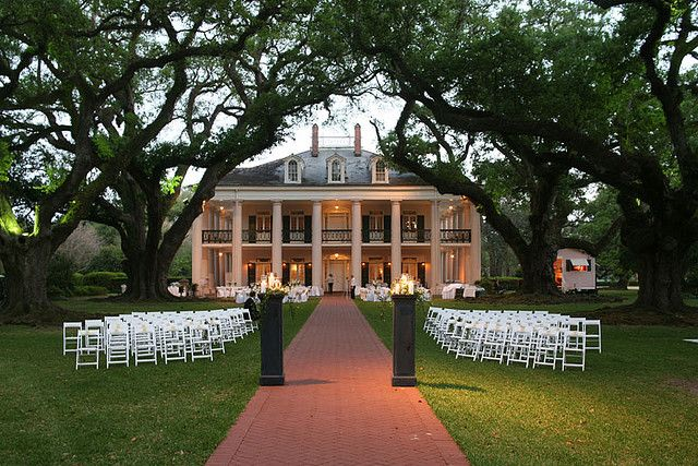 My absolute dream location for my wedding. Oak Alley Plantation in LA
