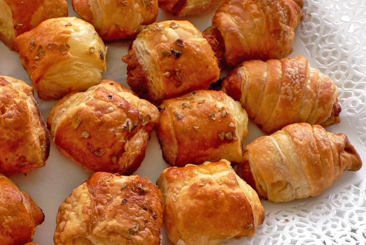 Saladitos - Deliciosos mini hojaldres de sabores surtidos: chorizo, queso, sobrasada, paté, atún,...