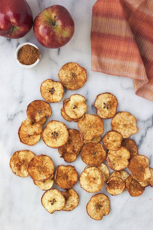 3 to 4 crisp, ripe organic apples 1 tablespoon ground cinnamon 1 tablespoon granulated sweetener of your choice (optional)