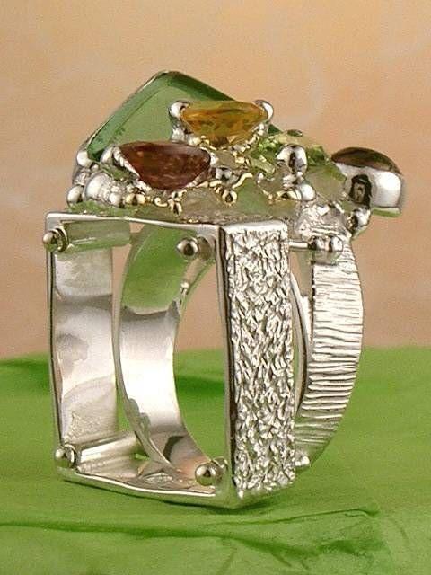 Ring 20202, håndlavet ring af Gregory Pyra Piro, sølv og gold, glas, perle, citrin, peridot, granat