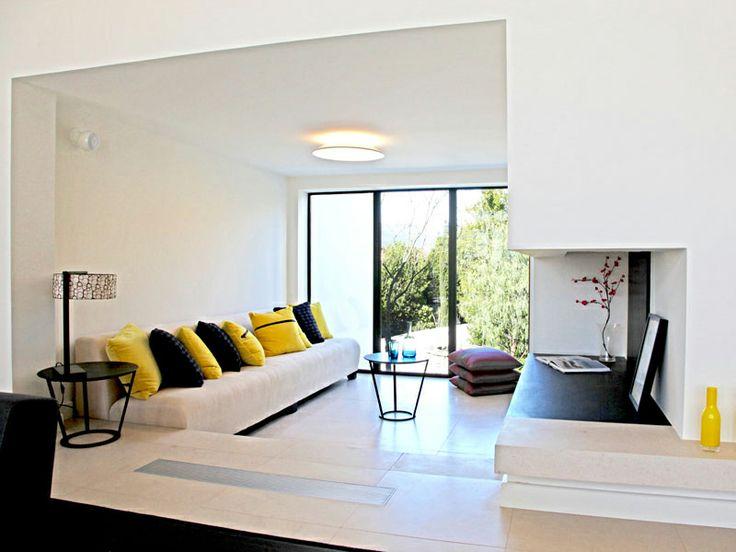 Salon jaune soleil : Maison d'archi : le rêve sur la Riviera - Journal des Femmes Décoration