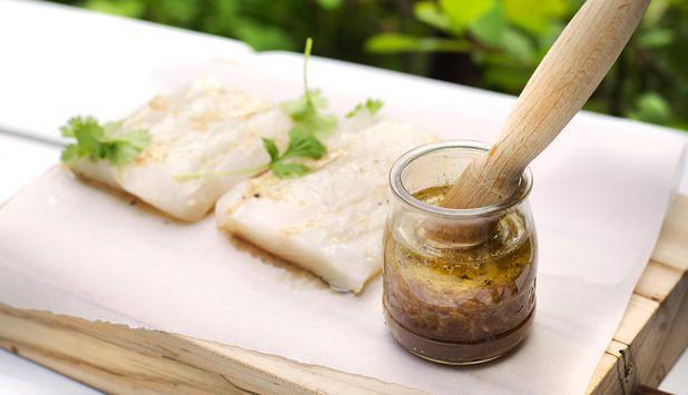 Denne spennende marinaden med kombinasjon av honnning og hvitløk passer godt til både steinbit, breiflabb, kveite, laks og makrell.