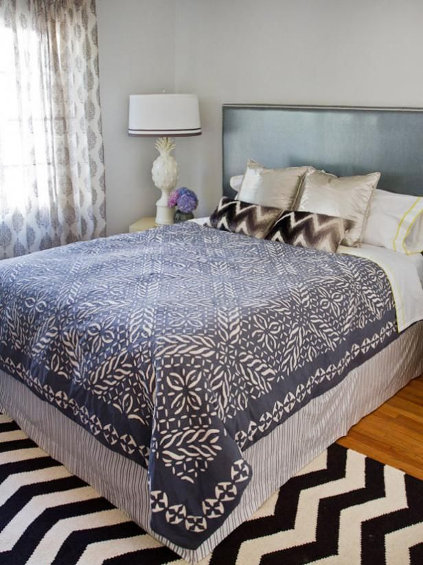 How to Make a Bed Skirt out of Fabric