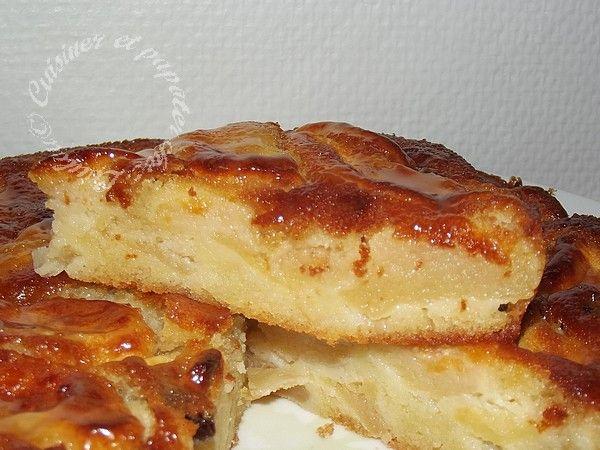 Hello les ami(e)s !! Que diriez-vous d'un délicieux gâteau aux pommes ? Il s'agit d'une recette Tupperware qui je suis sûre a déjà dû être testée il y a des années par ma maman fan des recettes tup...