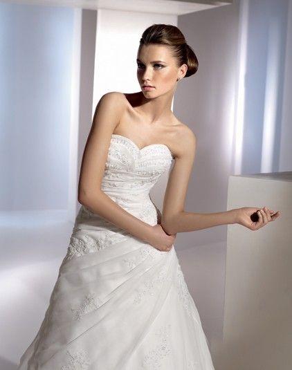Eliseos - Kifutó modellek - Esküvői ruhák - Ananász Szalon - esküvői, menyasszonyi és alkalmi ruhaszalon Budapesten