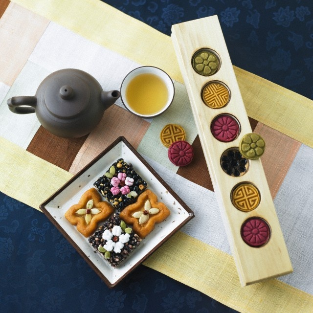 Korean traditional tea and sweets