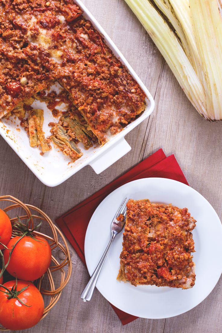 La #parmigiana di cardi, o gobbi alla perugina, è una deliziosa ricetta di origine umbra. Un contorno o piatto unico molto saporito da servire caldo. #Giallozafferano #recipe #ricetta #ricetteregionali