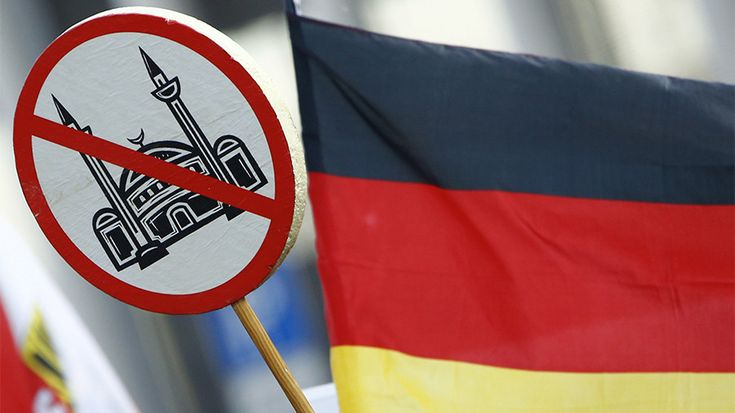 The German government registered at least 950 cases of Muslims and mosques being targeted or attacked in 2017. Muslim leaders claim that the figure accounts for only a fraction of crimes committed against Muslims in Germany.