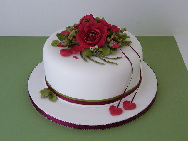 eating wedding cake first year anniversary 25 best ruby wedding cake ideas on 13876