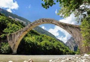 Ξεκίνησαν οι εργασίες για την ανακατασκευή του ιστορικού Γεφυριού της Πλάκας