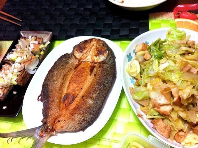 今夜もフィリピン料理だね♫ 風邪引いて熱で舌が馬鹿になってるので今日だけは味付けの濃いものが嬉しかったりします(笑) - 24件のもぐもぐ - マリネードBangus【ミルクフィッシュの酢漬け】のフライ by マニラ男