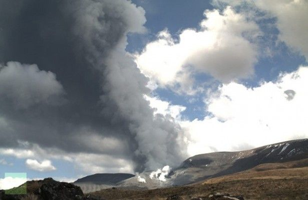 Mordor erupts! New Zealand's Mount Tongariro volcano that stars as 'Mordor' in Lord of the Rings erupts on video