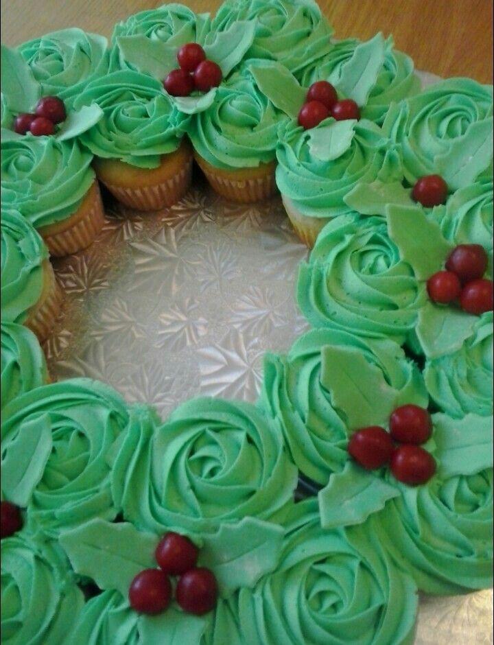 Christmas Wreath Cupcake Cake!