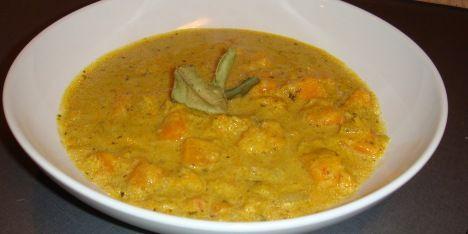 Fløjlsblød græskarsuppe med kokosmælk og spændende noter fra spicy chili, krydret koriander og frisk ingefær.