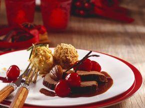 Rehschlegel mit fruchtiger Soße und Kastanienknödel ist ein Rezept mit frischen Zutaten aus der Kategorie Reh. Probieren Sie dieses und weitere Rezepte von EAT SMARTER!