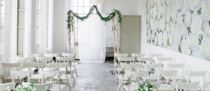 Van botanische bruiloften tot een bohemian bruiloft; weddingplanner redwhitebluepink regelt alles voor je. De hele planning, styling en het bruidsbloemwerk van je bruiloft kun je zonder zorgen aan hen overlaten. Ze bedenken unieke, eigentijdse en persoonlijke concepten en werken die zo uit dat het perfect bij jullie past! //Klik voor meer info!