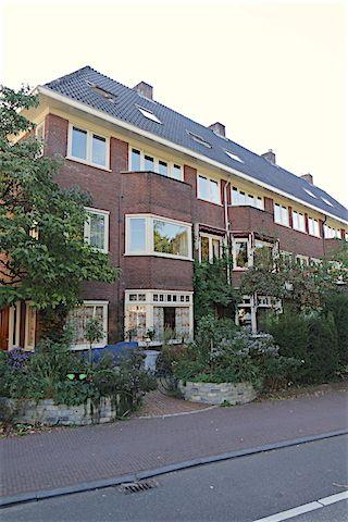 Maliesingel  Prachtig 3 kamer appartement van circa 65 M2 met balkon gesitueerd in een authentiek pand gelegen in de gezellige binnenstad van Utrecht. Op steenworp afstand vindt u het Centraal Museum en het gezellige park Lepelenburg. Uitvalswegen en openbaar vervoer zijn ook binnen enkele minuten te bereiken. Het appartement is gesitueerd op de 1e etage dit authentiek pand.  Indeling: Via de gezamenlijke entree komt u in het gebouw. Dit prachtige appartement is gesitueerd op de 1e etage u…