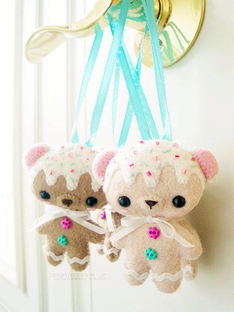 *FELT ART ~ Felt Gingerbread (Left) Cookie Bear Door Hanger