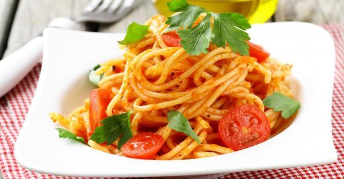 Recette de One pot pasta de spaghettis aux tomates cerise. Facile et rapide à réaliser, goûteuse et diététique. Ingrédients, préparation et recettes associées.