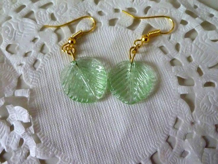 Boucles d'oreille feuille verte - boucle d'oreille - LaboutiquedeNath - Fait Maison