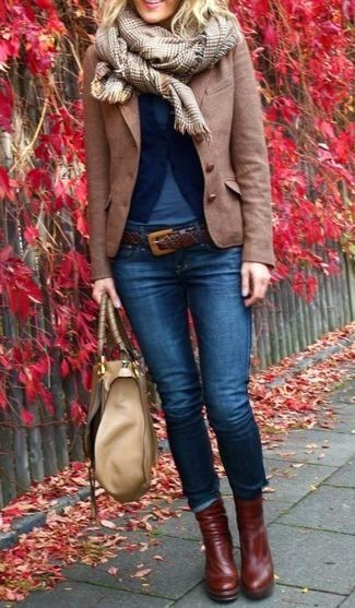Tenue: Cardigan bleu marine, Blazer en laine brun, T-shirt à col rond bleu, Jean skinny bleu marine