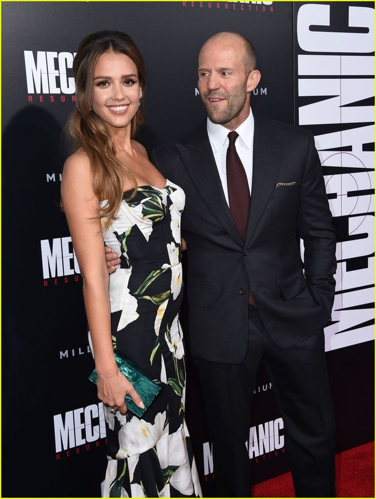Jessica Alba & Jason Statham and Rosie Huntington-Whiteley at Premiere 'Mechanic: Resurrection' http://www.justjared.com/2016/08/23/jessica-alba-jason-statham-premiere-mechanic-resurrection/ Jessica Alba looks gorgeous in a floral gown at the premiere of her upcoming film Mechanic: Resurrection at ArcLight Hollywood on Monday (August 22) in Hollywood. The 35-year-old actress as joined at the premiere by her co-star Jason Statham and his fiancee Rosie Huntington-Whiteley.