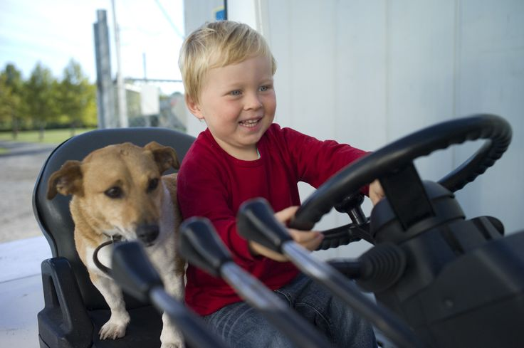 Sam and Pippi testing out the new forklift