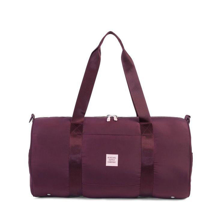 Perfetta per le vostre giornate in palestra, la borsa Athletic Sutton presenta una fabbricazione in nylon superleggero, maniglie imbottite e una tracolla rimovibile.  Dettagli:  realizzata in nylon su