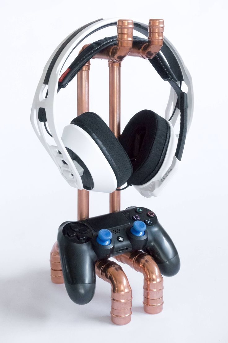 Copper headphone & gaming stand by earthformsUK on Etsy https://www.etsy.com/uk/listing/516235754/copper-headphone-gaming-stand