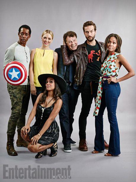 Orlando Jones, Katia Winter, Lyndie Greenwood (kneeling in front), John Noble, Tom Mison, and Nicole Beharie, Sleepy Hollow - San Diego Comic-Con 2014