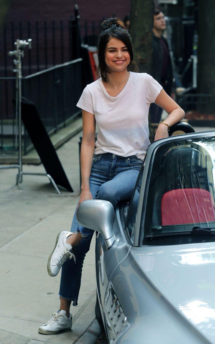 September 21: Selena seen on set of Woody Allen's film in New York, NY [HQs]
