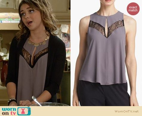 Haley's lace keyhole top on Modern Family.  Outfit Details: https://wornontv.net/19882/ #ModernFamily