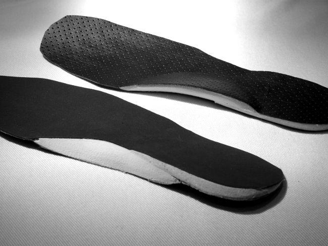 Les #semelles #orthopédiques sont de plus en plus conseillées pour les personnes atteintes de lombalgies, sciatiques, tendinites, arthrose des membres inférieurs,etc.  Quelle est leur coût et à combien s'élève leur remboursement ? trouvez les réponses par ici >> ★ http://www.mutuelles-pas-cheres.org/remboursement-semelles-orthopediques★