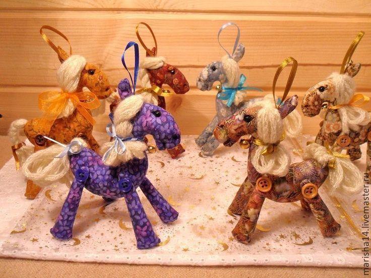 Лошадки - талисманы - Марина Рыбчинская (куклы и мишки) - Ярмарка Мастеров http://www.livemaster.ru/item/5106749-kukly-igrushki-loshadki-talismany
