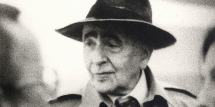 Louis Aragon (3 octobre 1897 - 24 décembre 1982), poète et romancier français, a entamé des études de médecine ; c'est dans ce contexte qu'il se lie à André Breton et Philippe Soupault, deux piliers et fondateurs du mouvement surréaliste.