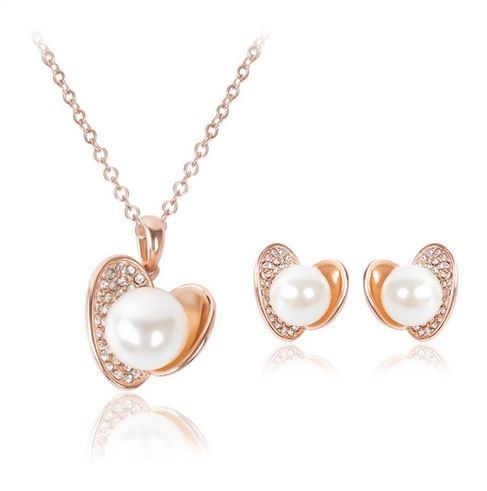 set bijuterii cu perle http://www.bijuteriifrumoase.ro/cumpara/set-bijuterii-scoica-cu-perlute-1826