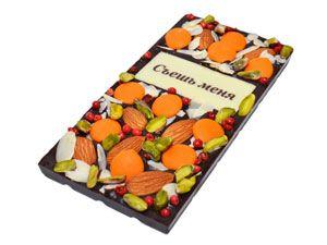 Тёмный бельгийский шоколад (55% какао, Вelcolade, Noir Selection), перец розе, фисташки, миндаль, миндальные хлопья, капли апельсинового шоколада. Шоколадную надпись можно заменить. Особенную пикантность этому шоколадно-ореховому наслаждению придает перец розе. http://www.aimant.ua/chocolate/product/dark_choco_eat_me