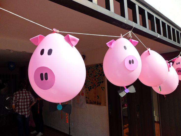 Decoracion con bombas para fiesta infantiles de granja. Las orejas y la nariz son en foami y se adieren con pegante para globos