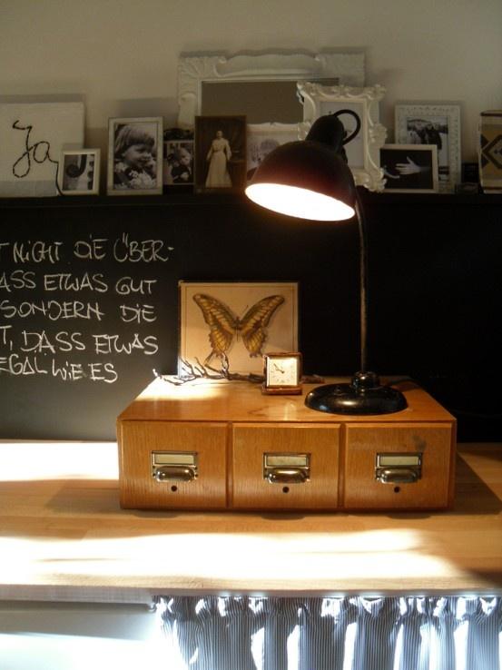 k chenwand i gereiht gef gt geschichtet i kaiser idell i schwarzwei i arbeitsplatte i holz i. Black Bedroom Furniture Sets. Home Design Ideas