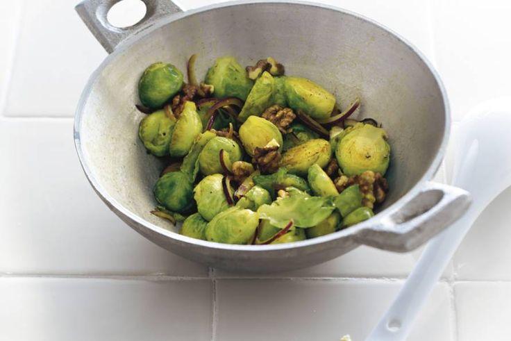 Roergebakken spruiten met walnoten - Recept - Allerhande
